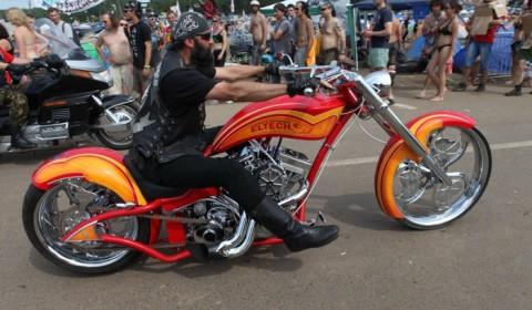 Parada motocykli na przystanku WoodStock 2012